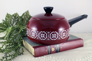 幾何学模様の赤い片手鍋