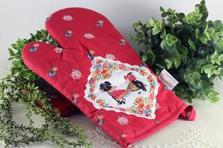 フランスのアルザスの民族衣装の赤い鍋つかみ