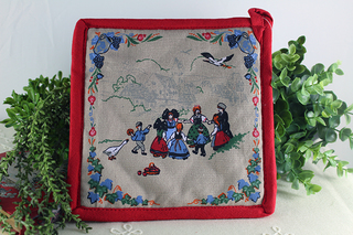 フランスのアルザスの民族衣装の赤い鍋敷き