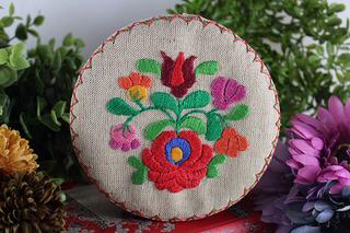ハンガリーのカロチャ刺繍の箱