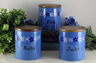 D-185【Schramberger Majolika-fabrik】ブルーの陶器キャニスター3個.JPG